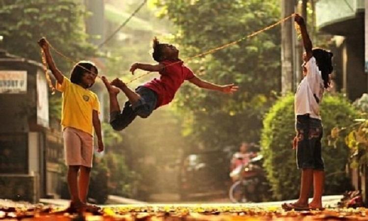 Permainan Anak Lompat Tali Karet Gelang pada Anak Usia Dini